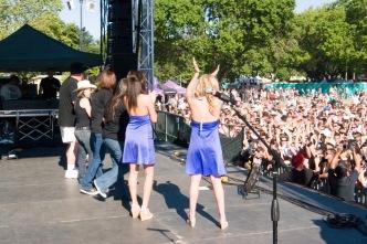 bud girls stage